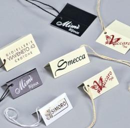 Cartellini segnaprezzi in cartoncino da gr. 250 stampati e infilati con filo cotone - 3 di 4