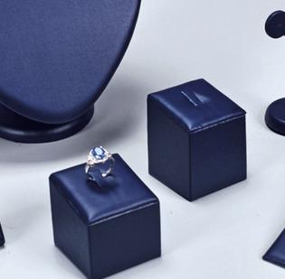 Set 4 pezzi espositori per anelli quadrati alti cm 2, 4, 6 e 8