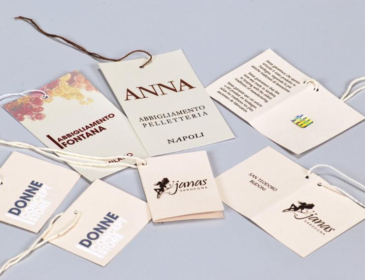 Cartellini in cartoncino stampa a colori infilati con filo cotone - 1 di 1