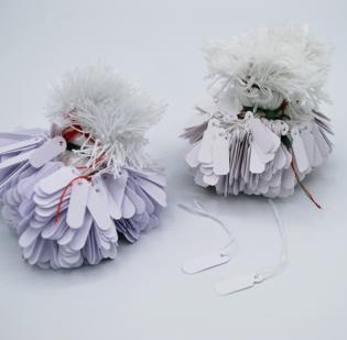 Cartellini in cartoncino anonimi con filo cotone bianco - 1di 4