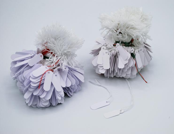 Cartellini in cartoncino anonimi con filo cotone bianco - 3 di 4