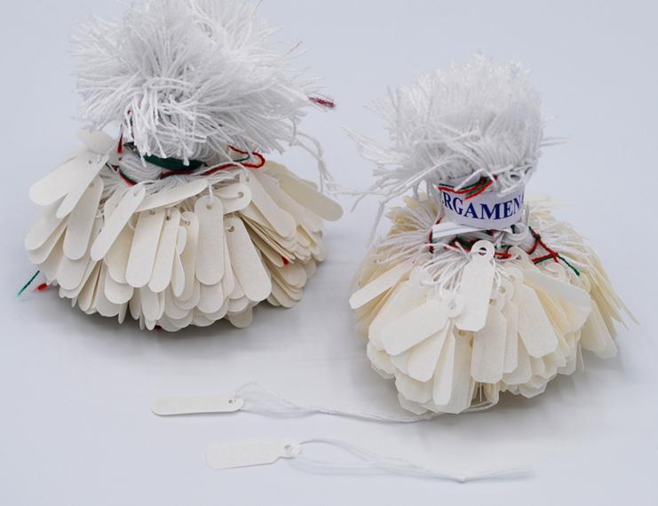 Cartellini in pergamena anonimi con filo cotone bianco - 2 di 2