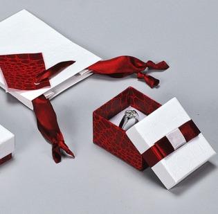 Serie Fiocco astucci per gioielli con sacchetto coordinato - 1di 1