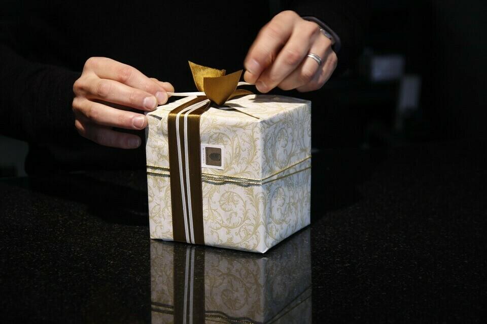 Bollini adesivi chiudipacco, il mini adesivo che fa la differenza